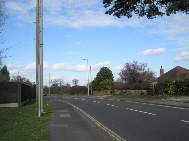 Looking northwards at Manor Road