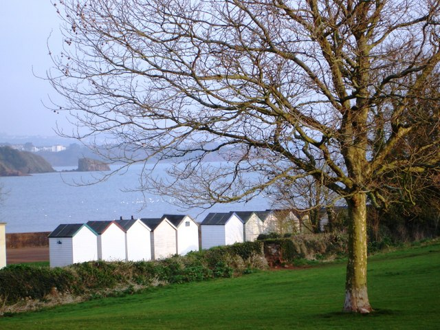 Beach huts and public golf course, Broadsands Beach