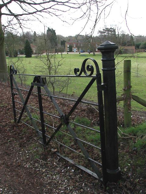 Churchyard gate to Mill Lane
