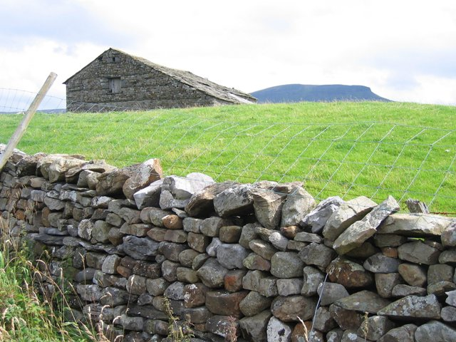 Scalaber's Barn and Pen-y-ghent