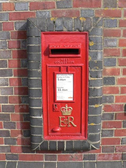 Lymington: postbox № SO41 21, Lymington Town station