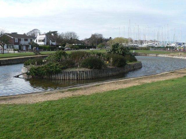 Lymington: Bath Road Recreation Ground pond