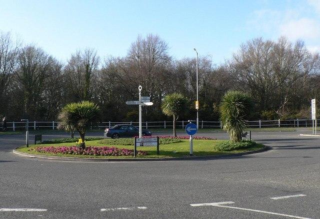 Highcliffe: Mil(e)stone Roundabout