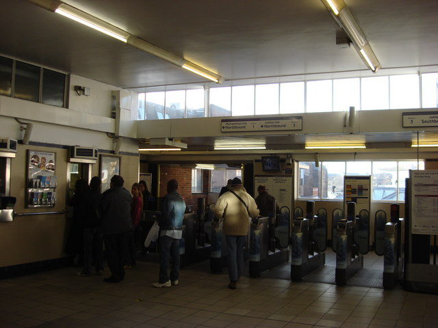 Ticket office, Finchley Road tube station