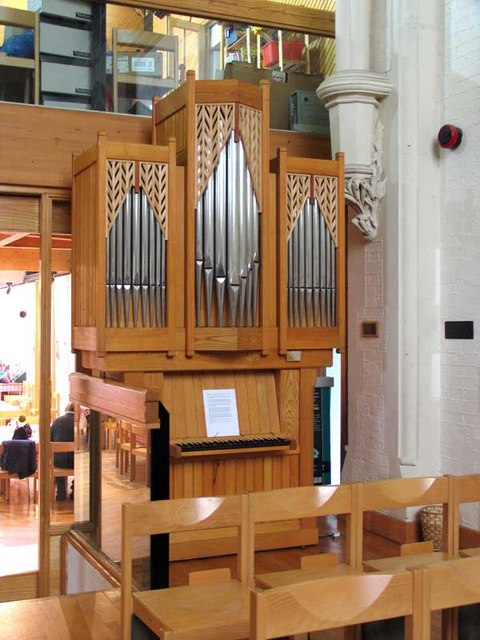 St Paul, St Paul's Road, Brentford, Mx TW8 - Organ
