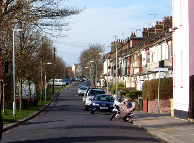 Southend-on-Sea: Riviera Drive looking West 2008