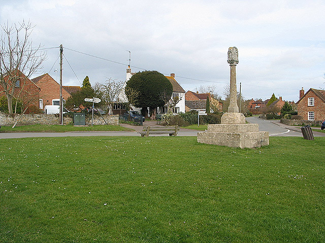 Preaching cross on the village green, Ashleworth