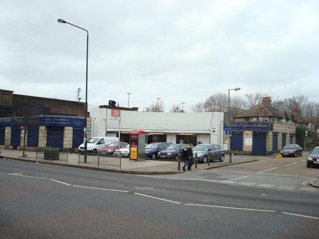 Wimbledon Chase Station