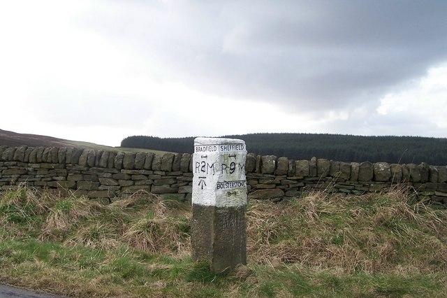 Milestone on Onesmoor Bottom Lane