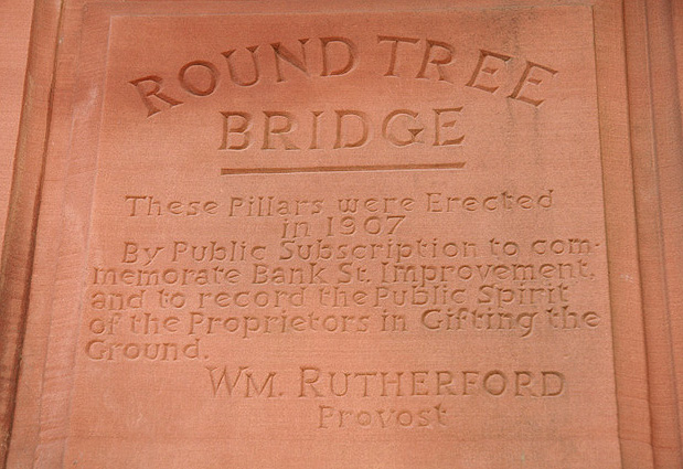 Round Tree Bridge pillar inscription