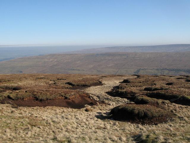 Peat haggs near Chapelfell Top