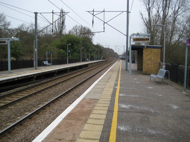 Crews Hill railway station (1)