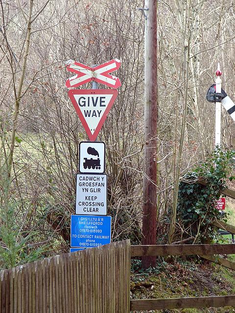 Signs at Aberffrwd level crossing