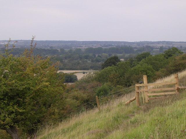Fence on footpath near Offenham Park