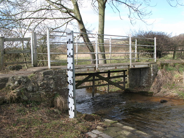 Footbridge over Cor Burn at the ford