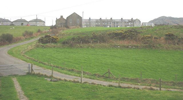 Laneway leading to Carreg-y-ddinas and Porth Bodeilas