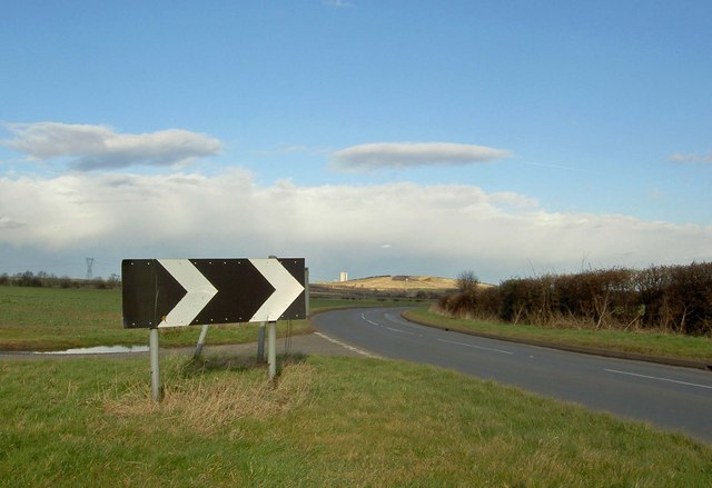 Bend sign on the B5423 near Oldcotes