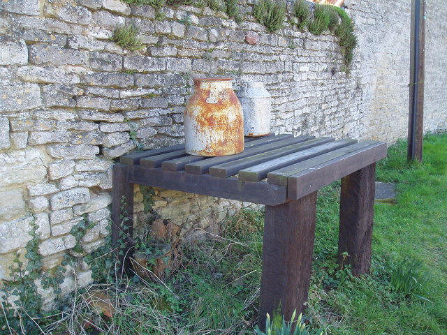 Milk Churn Stand, Wadenhoe