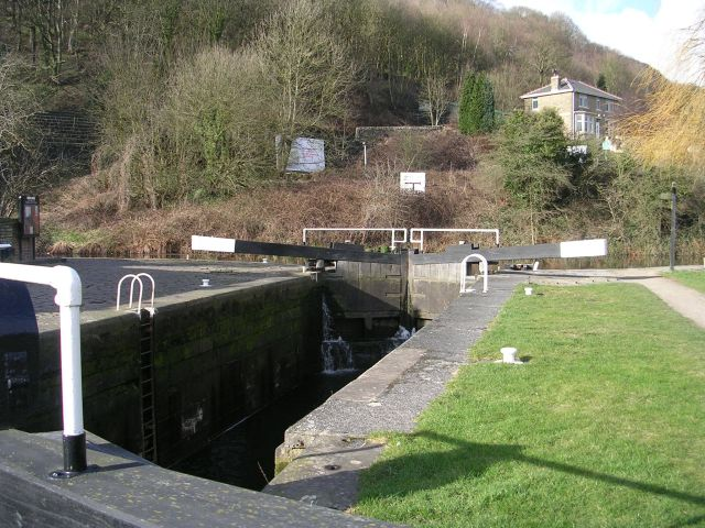 Salterhebble Top Lock - Calder & Hebble Navigation