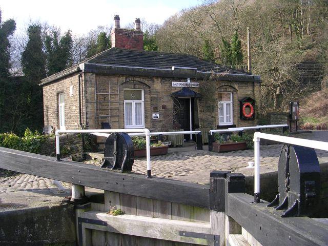 Salterhebble Lock Keeper's Cottage - Calder & Hebble Navigation