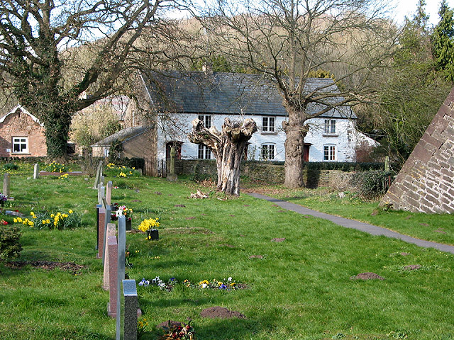 Cottages with churchyard view, Skenfrith