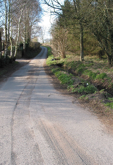 Lane heading NW from Glewstone
