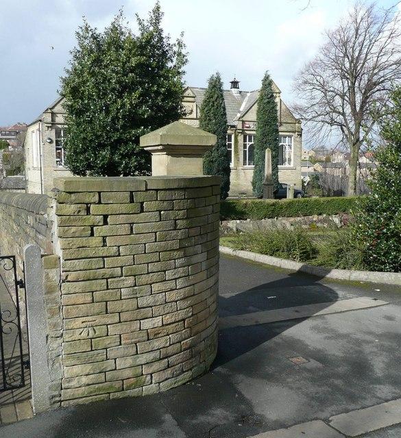 Bench mark, Crowtrees Lane, Rastrick
