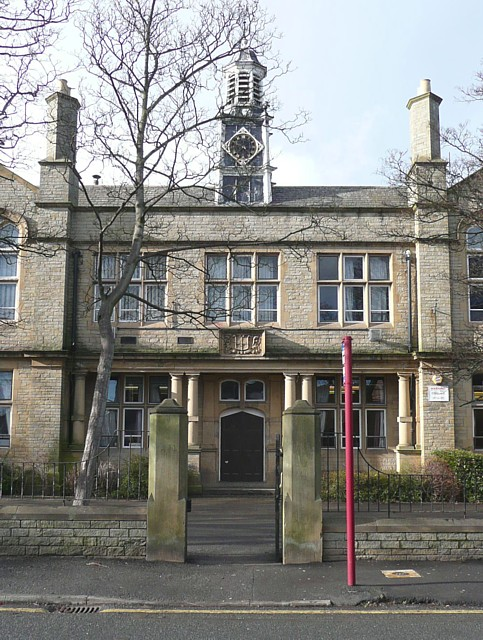 The entrance to the old part of Whitcliffe Mount School, West End, Cleckheaton