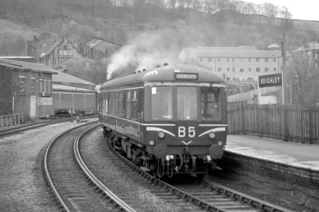 Railcar Departing Keighley Station