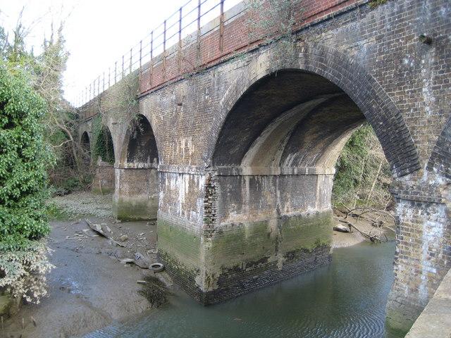 Barnes Cray: Railway viaduct over the River Cray