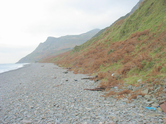 View north along the Porth y Nant beach
