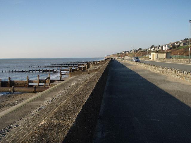 Barmouth Promenade looking north