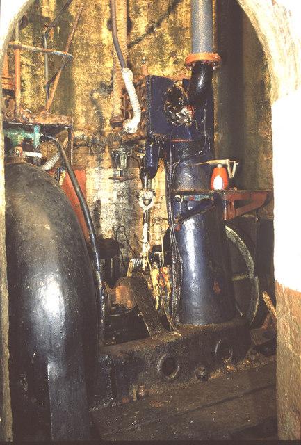 Steam engine dry dock pump, Hull