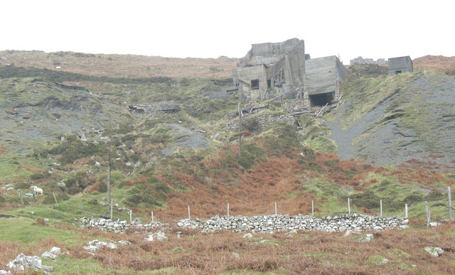The ruined Cae'r Nant Granite Quarry crusher and hopper