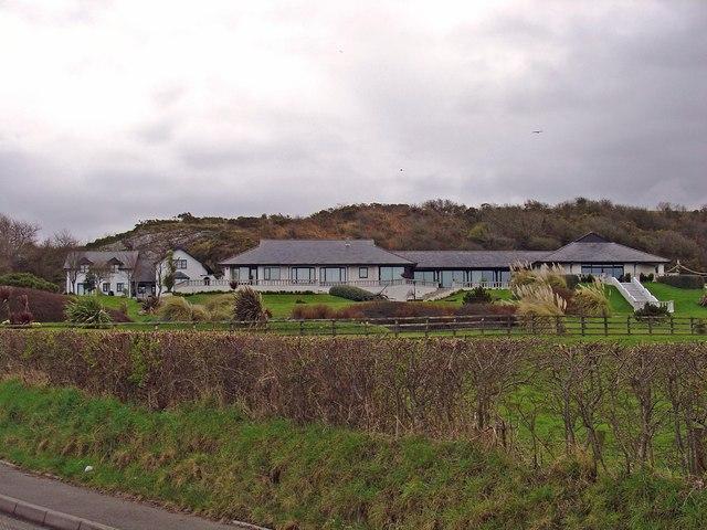 Trwyn-yr-allt: Houses on west side of road