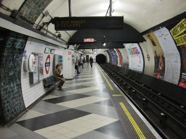 Waterloo tube station, Northbound Northern line platform