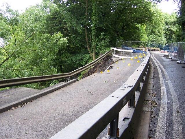 A6102 - Road Landslip, near Oughtibridge - 2007