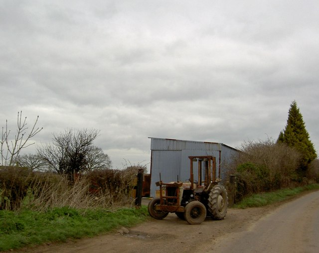 Veteran tractor at Hall End