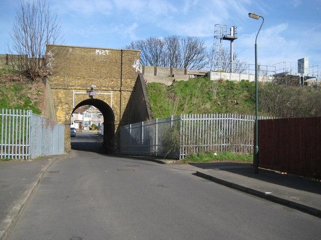 Barnehurst:  Eversley Cross railway bridge