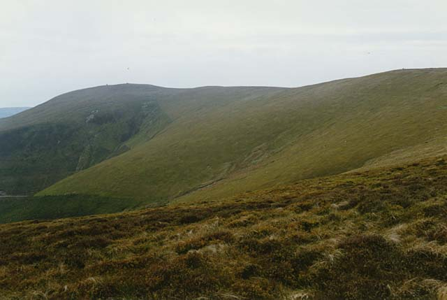 The southeast slopes of Tarren Cwm Ffernol