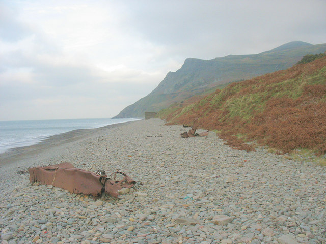 View northwards towards the end of the old jetty at Porth y Nant