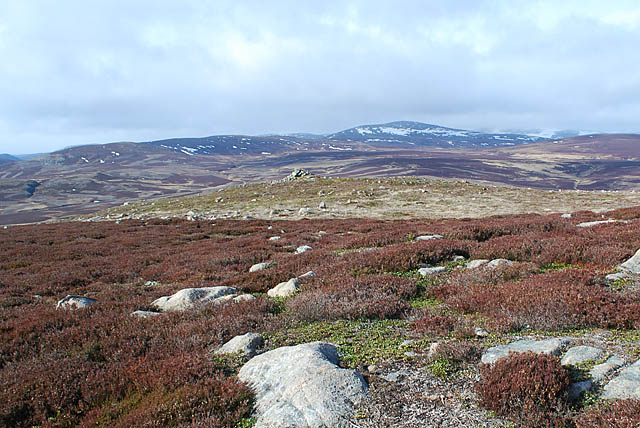 Cairn on hilltop above Crathie to Gairnshiel road