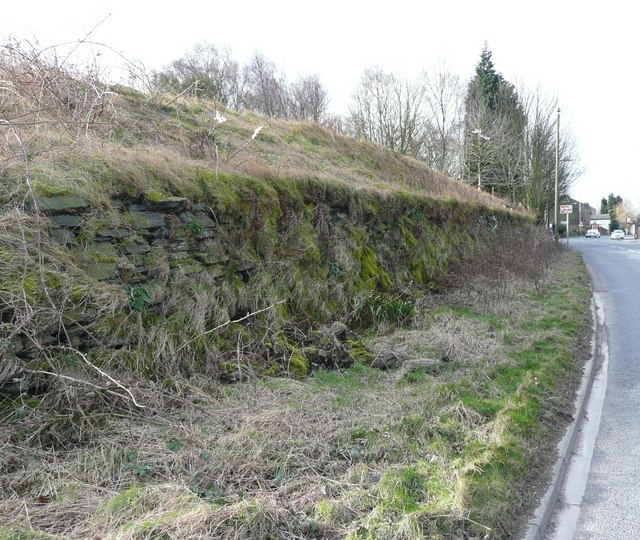Roadside retaining wall, Dewsbury Road, Rastrick