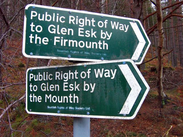 Rights of way sign, Glen Tanar