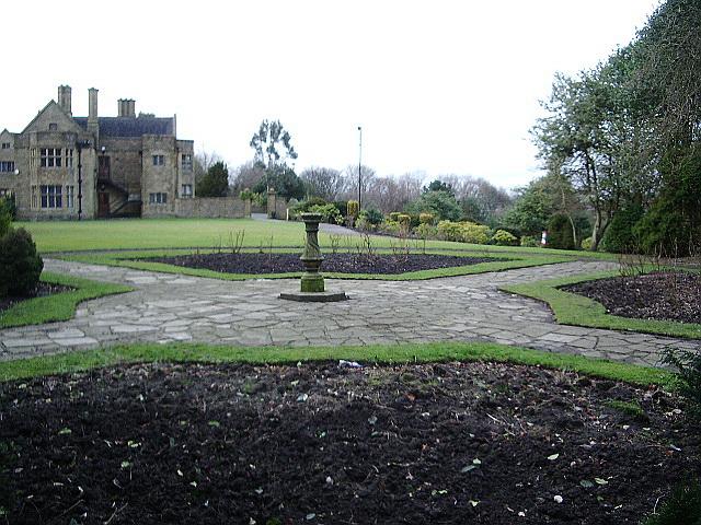 Haworth Art Gallery, Accrington, Rose garden
