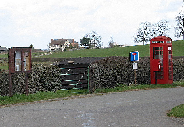 Phone box and postbox at Bridge End, Eldersfield