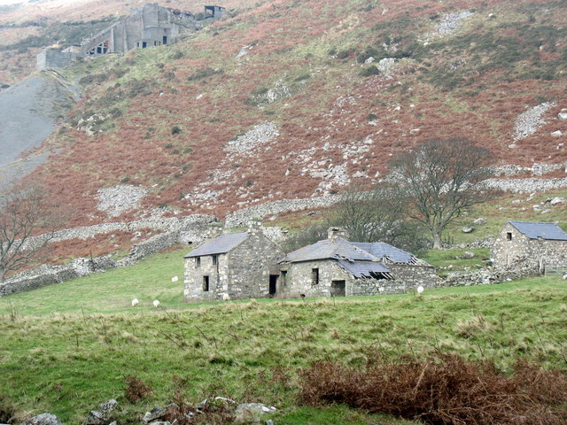 Approaching the derelict Ty Uchaf farmhouse and buildings