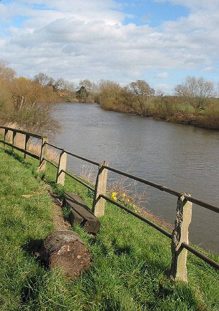 Rivern Severn, upstream towards Tewkesbury