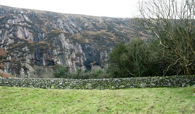 The fault-guided Graig Ddu headwall of Nant Gwrtheyrn