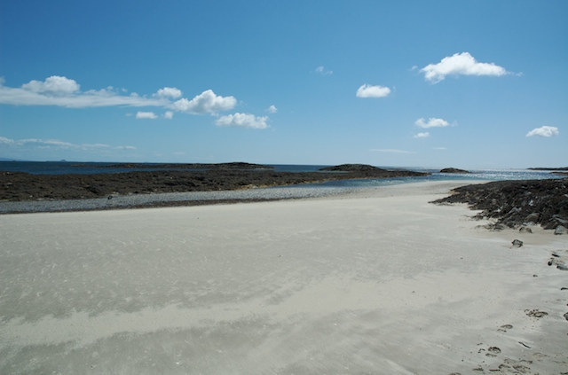 View towards rocks in Crossapol Bay